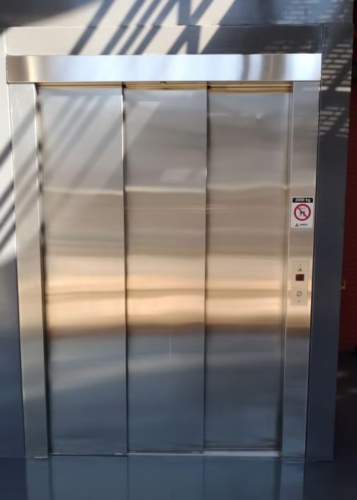 Elevador de Carga - Porta
