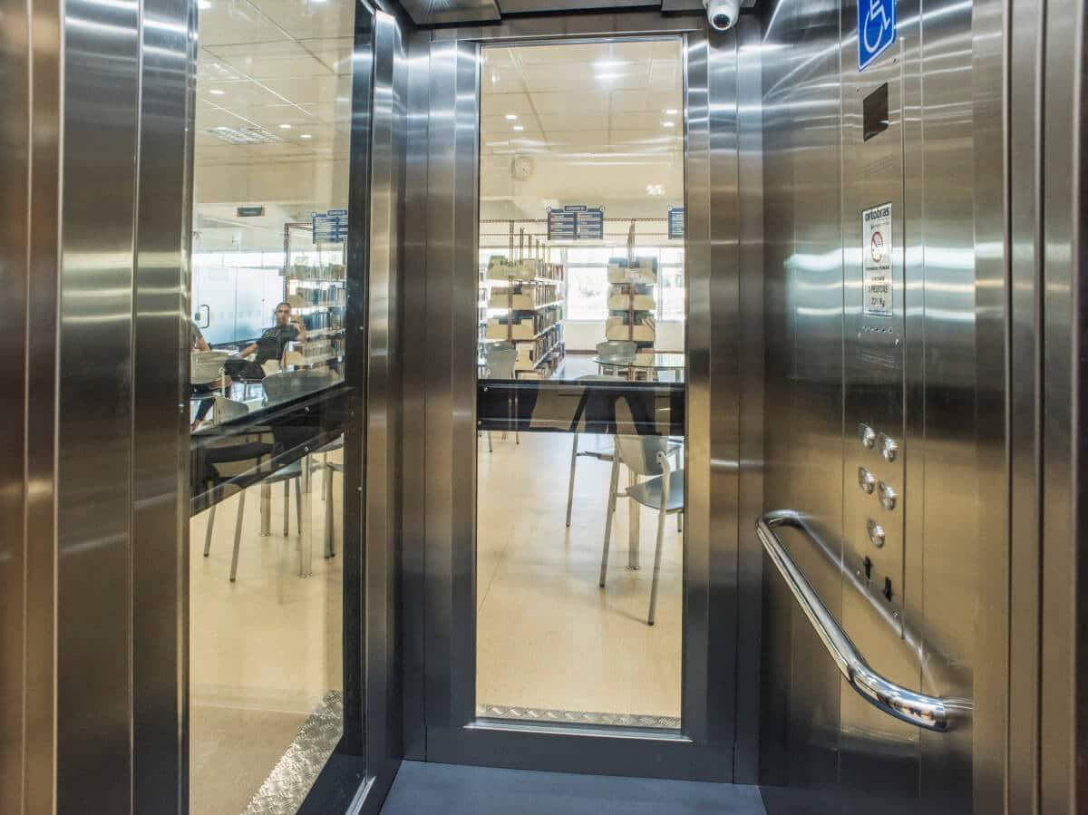 elevador moderno